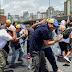 VÍDEO: El pueblo chavista se esta cansando del abuso opositor - Ama de casa se enfurece