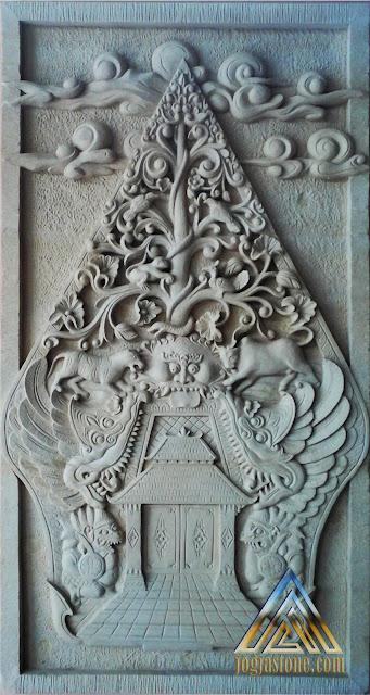 relief batu jogja atau batu putih gambar gunungan atau kayon