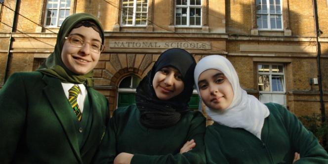 Muak dengan Gaya Hidup Barat, 3.466 Wanita Inggris Jadi Mualaf