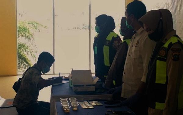 Jaga Keselamatan Penumpang, Polisi Tes Urine Kru Kapal di Pelabuhan Punggur Batam