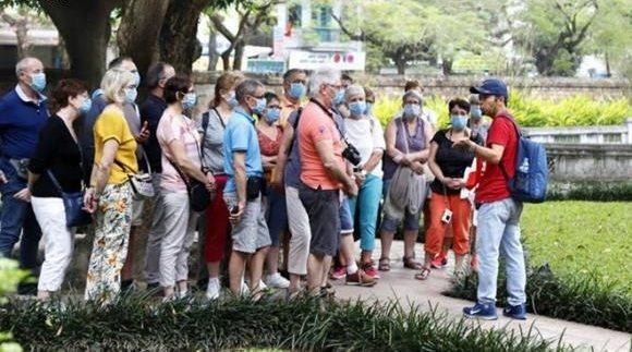 Từ 12h00 hôm nay, tạm dừng nhập cảnh khách du lịch nước ngoài