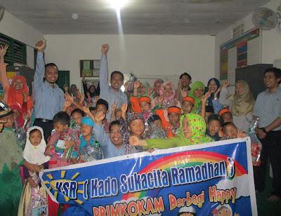 Karyawan dan Relawan PRIMKOKAM Berfoto Bersama Siswa dan Calon Siswa SD Juara Cilegon