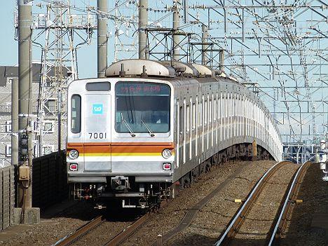 東京メトロ有楽町線 各停 新木場行き3 7000系