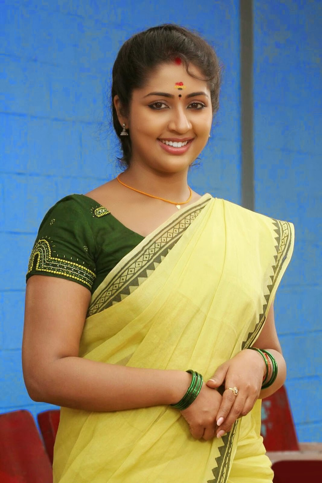 Actress Navya Nair Beautiful Saree Stills - Cap-9027