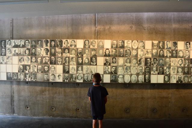le mur de portrait est particulièrement émouvant