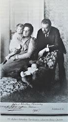 Zofia i Zdzisław Tarnowscy z dziećmi Różą i Jasiem