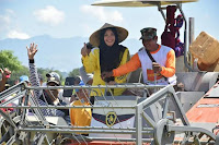 <b>Didampingi Pejabat Pertanian RI, Bupati Bima Panen Raya Padi Menggunakan Mesin Alsinta </b>