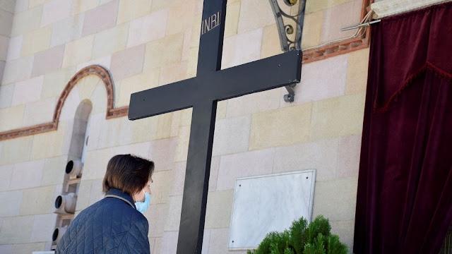 """Εκκλησίες σε Αθήνα και Θεσσαλονίκη άνοιξαν με """"ελεγχόμενη"""" είσοδο"""