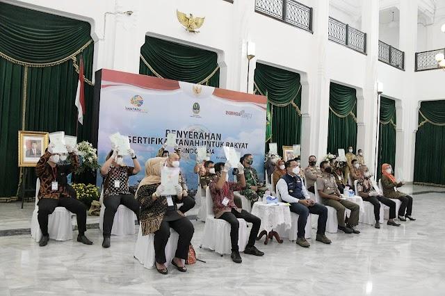 200 Ribu Warga Jabar Dapat Sertifikat Tanah dari Presiden, Pesan Gubernur Jabar : Agar Warga Tidak Konsumtif
