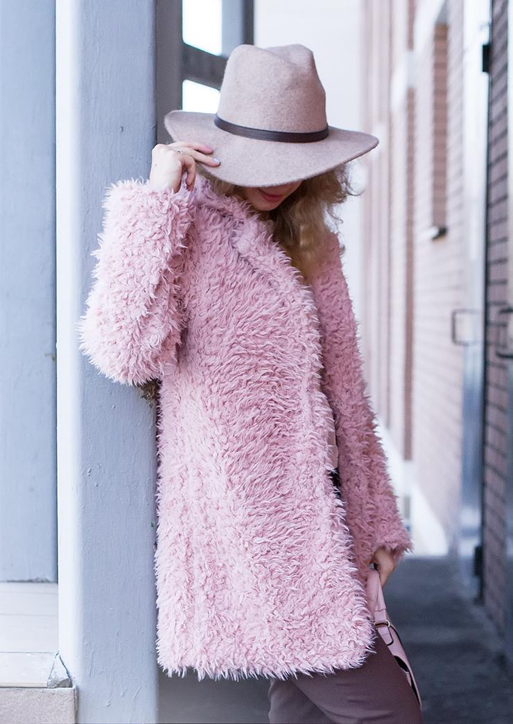 margarita_maslova_pink_fur_cardigan_hat