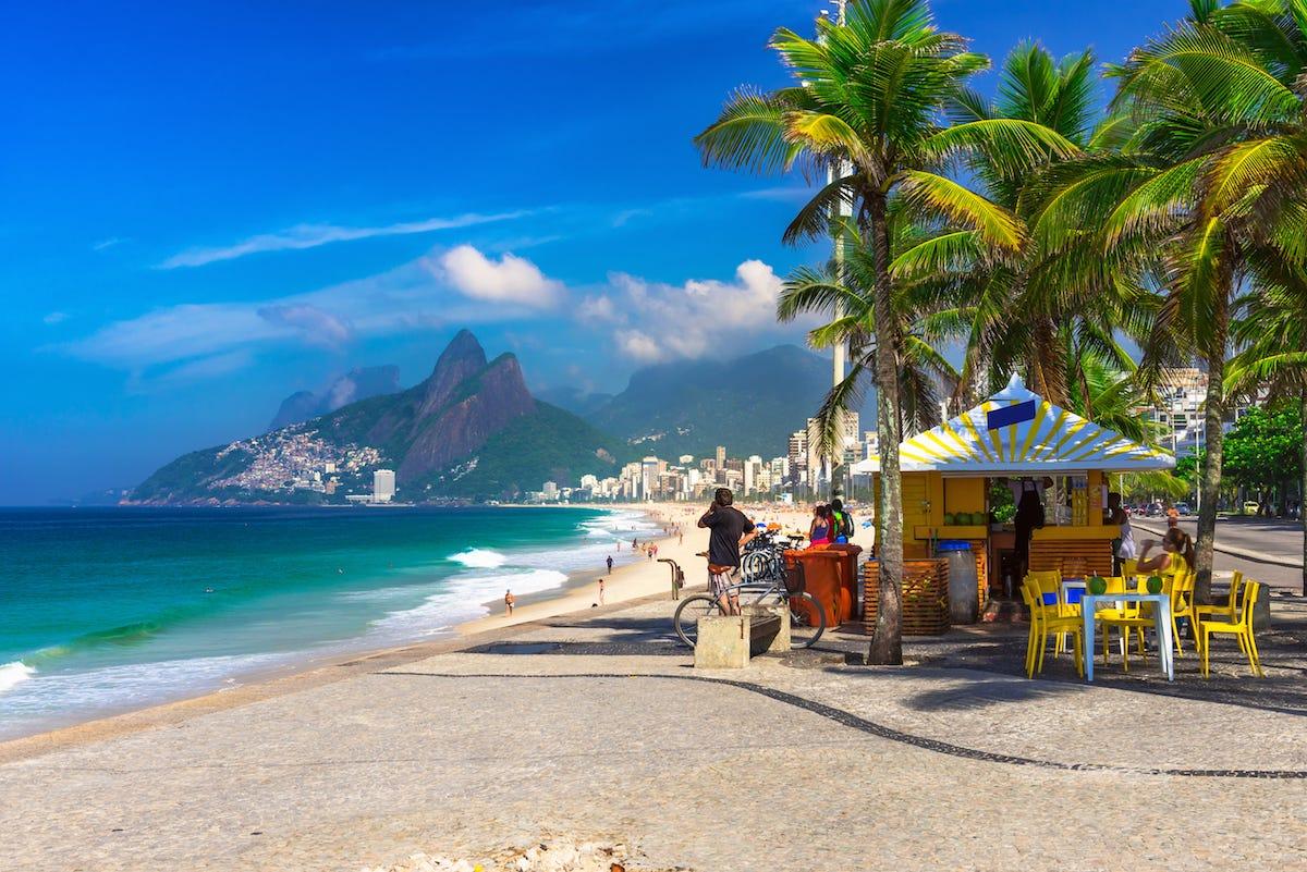 Киоск на пляже Ипанема в Бразилии