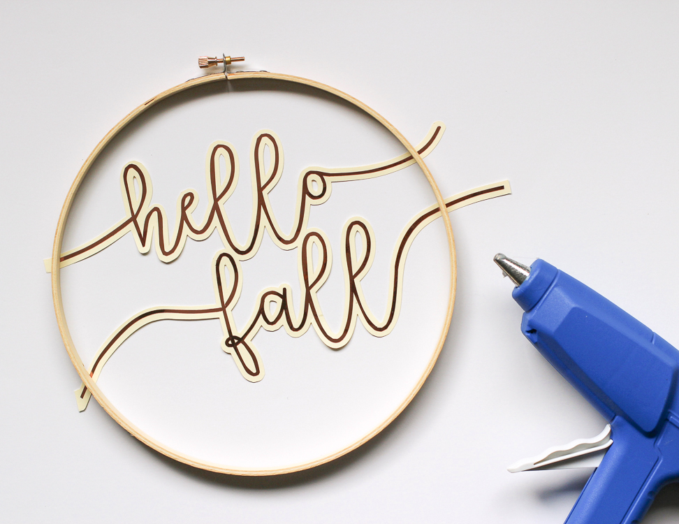 Add scripty text to an embroidery hoop for an awesome fall wreath