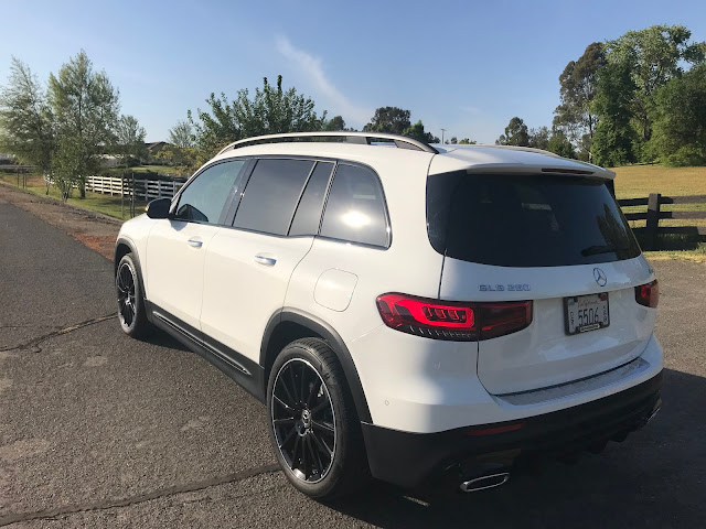 Rear 3/4 view of 2020 Mercedes-Benz GLB 250 4MATIC