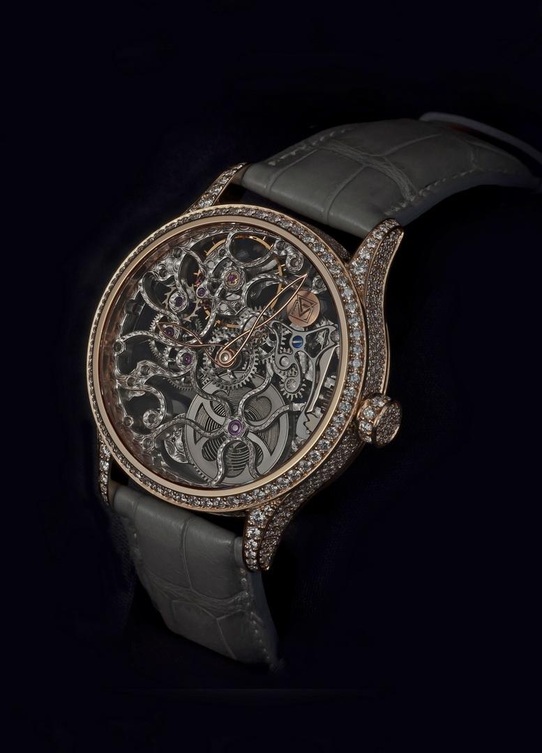 Výroba jedných hodiniek trvá minimálne mesiac. Najdlhšia doba výroby  hodiniek trvala tri a pol mesiaca. d683afde76d