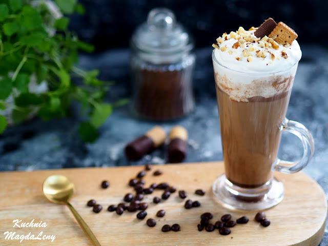 Kawa latte z nutellą