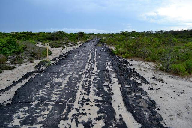 Залишки зруйнованої ураганом дороги. Острів Ассатіг, Меріленд (Baltimore Boulevard, Assateague Island National Seashore, Maryland)