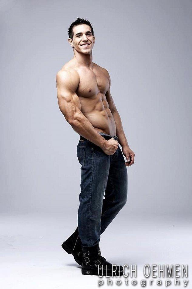 Daily Bodybuilding Motivation: MODEL BRANDON KENT
