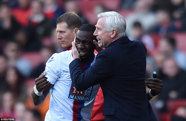 Final FA Cup 2016 : Melempar Dadu Keberuntungan Alan Pardew