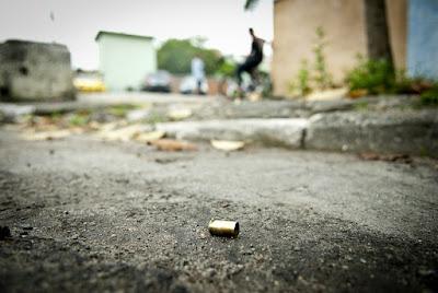 Criança de cinco anos é baleada acidentalmente por primo na Bahia