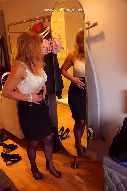 Autumn, Kuopio, thight skirt, see through shirt, stay-ups, high heels, big breasts, hard nipples  - Syksy, Kuopio, tiukka hame, läpinäkyvä pusero, stay-upit, korkokengät,  isot rinnat, nännit nöpöttävät