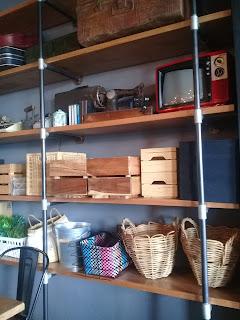 barang penghias ruangan madeline cafe