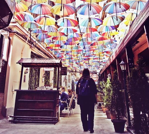 strada-cu-umbrele-Bucuresti