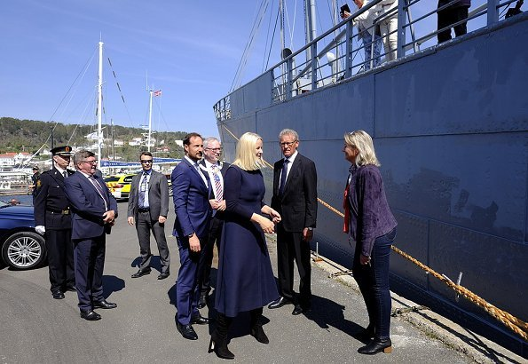 Crown Prince Haakon and Crown Princess Mette-Marit visited Risør in connection with celebrations of 50th anniversary of Konvoibyen. Prada