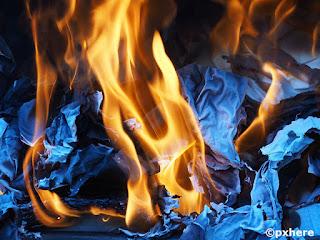 Il fuoco brucia ogni cosa