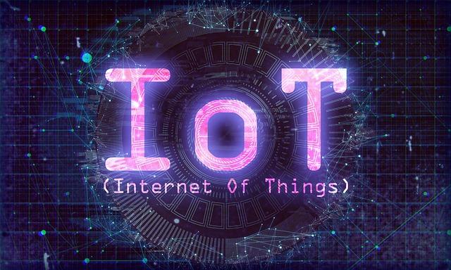 Istilah  Internet of Things atau IoT adalah konsep yang bertujuan guna memperluas manfaat konektivitas internet yang tersambung terus menerus.Istilah ini muncul beberapa tahun yang lalu, semenjak perangkat elektronik mempunyai kemampuan untuk bisa dikendalikan dari jarak jauh. Setelah mengetahui apa pengertian dari Internet of Things, kali ini selanjutnya kita akan membahas tentang manfaat yang diberikan dari IoT ini. Ada banyak manfaat dari IoT dalam kehidupan sehari-hari. Apa saja itu? berikut ini daftarnya:
