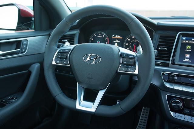 Interior view of 2018 Hyundai Sonata Limited 2.0T