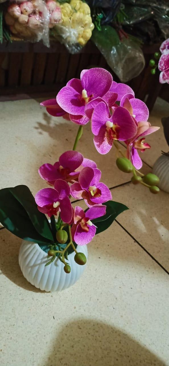 Hidup tanpa cinta laksana sebuah pohon tanpa bunga dan buah. Cinta tanpa keindahan laksana bunga tanpa keharuman dan laksana buah tanpa biji. Hidup, cinta dan keindahan adalah tiga perkara dalam satu inti, yang berdiri sendiri, mutlak dan tidak bisa dipindahkan atau diubah (Khalil Gibran).