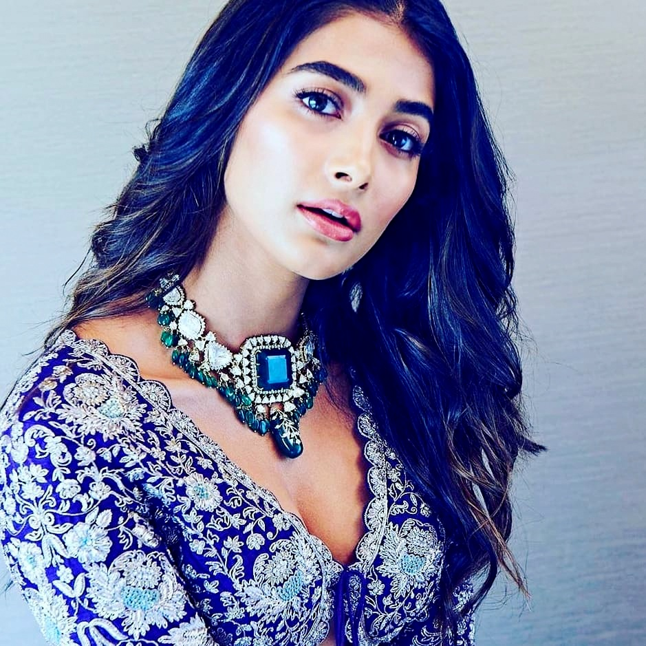 Bollywood Actress DP for Facebook and Instagram