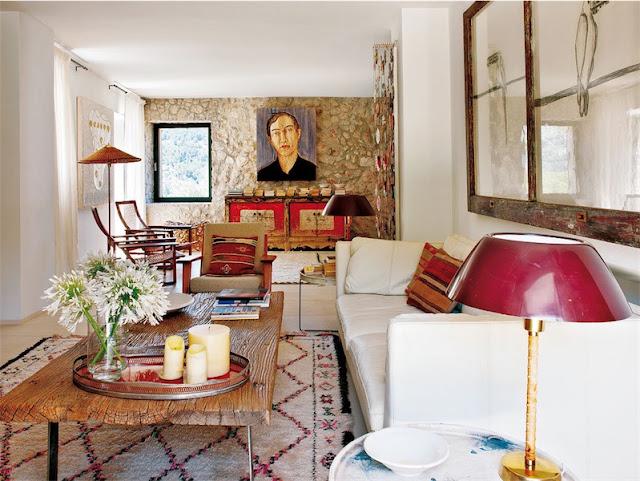 salon estilo rustico decorado con tonalidades rojizas chicanddeco