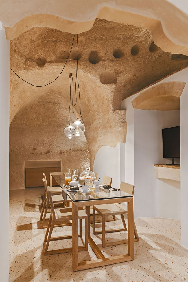 05-Part-of-the-Dining-Area-La-Dimora-di-Metello-Hotel-Matera-by-Manca-Studio-www-designstack-co