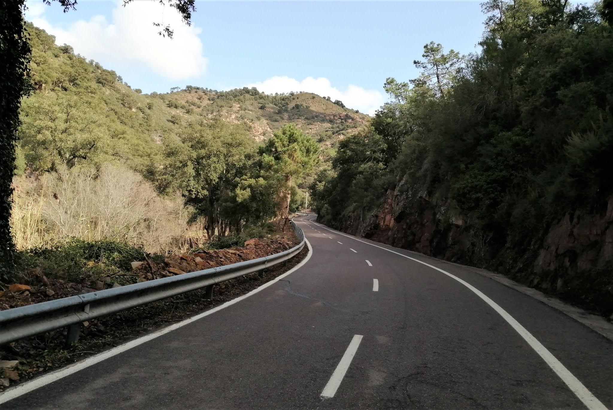 Curves on Port d'Eslida as the road leaves the village of Chóvar
