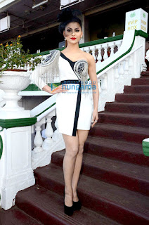 Urvashi Rautela Hot Legs On Stairs