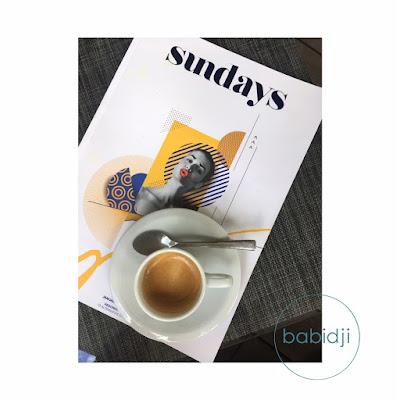 vue de dessus d'un expresso posé sur le magazine tendance mauricien Sundays