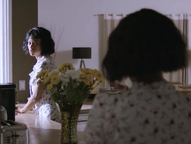 Kilo Kish em um conflito mortal com ela mesma no clipe de 'Void'