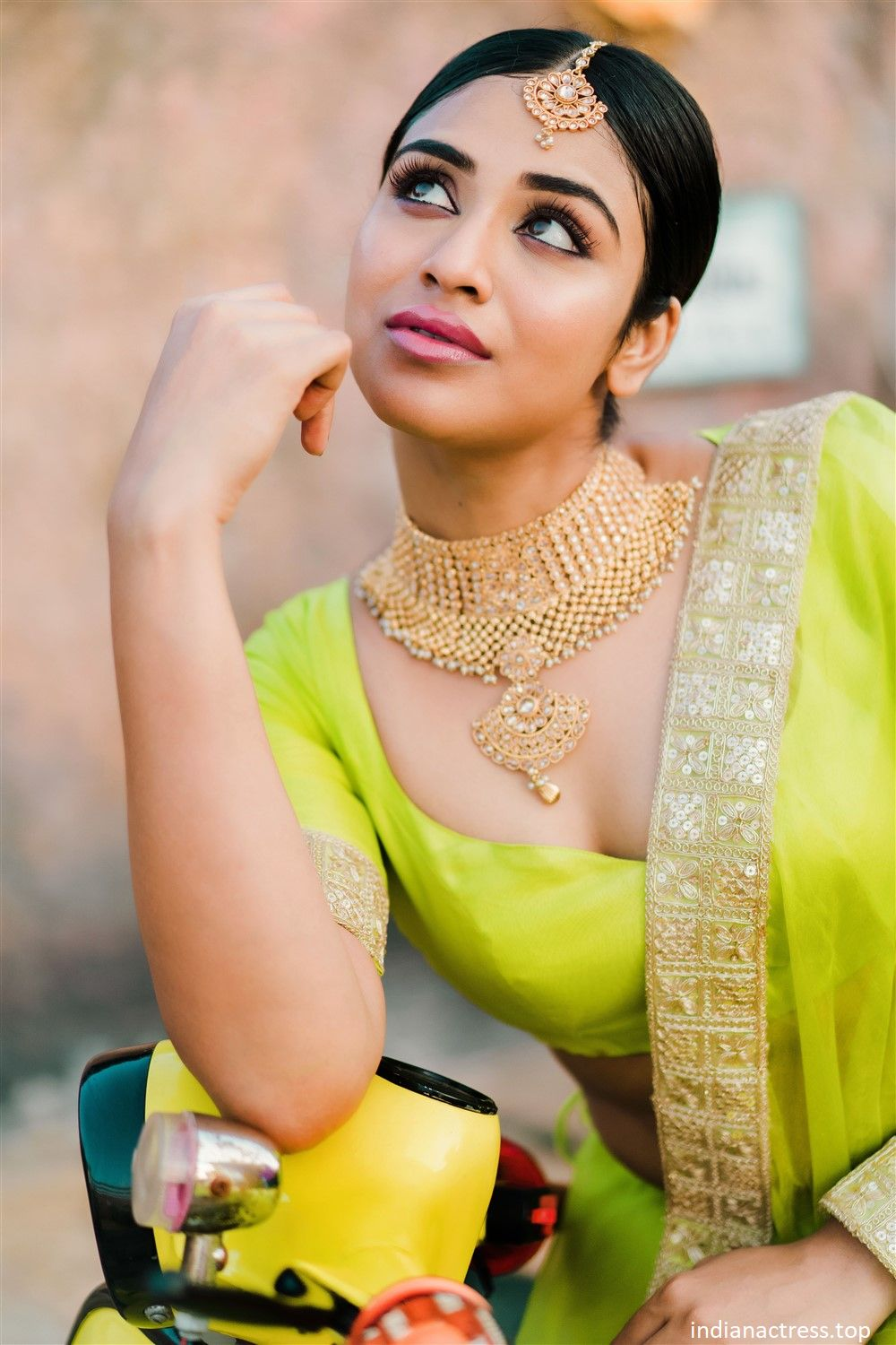 Indhuja Ravichandran Latest Photoshoot Pics.