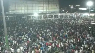 आनंद विहार पर भयानक मंजर, बदइंतजामी के बीच घर जाने को हजारों लोग उमड़े