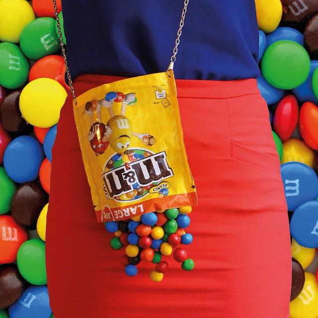 bolsas diferentes e criativas, em formato de doce, foto bolsa M&M