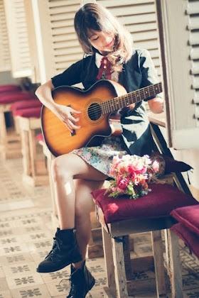 Girl Xinh Chơi Đàn Guita