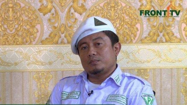 Eks Panglima FPI Pegang Kerah M Kece gegara Ceramahi Tahanan 'Jangan Percaya Muhammad'