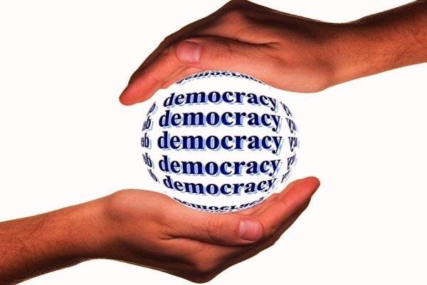Apa Makna Demokrasi Dalam Sistem Pemerintahan - pembelajaranmu.com