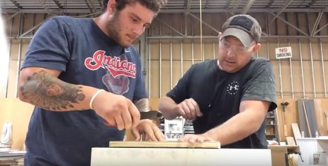 Video: el asistente de carpintero más tonto del mundo