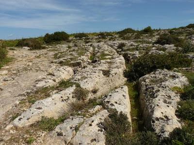 "Gli enigmatici solchi di Malta, a Misrah Ghar il-Kbir o ""Clapham Junction""."