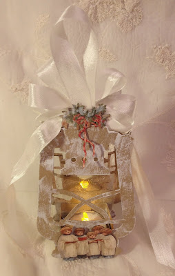 Annes Papercreations Tim Holtz Lantern Christmas Gift And