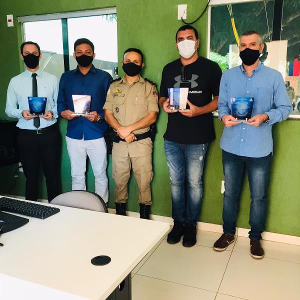 Vídeomonitoramento: Comando do 9º Batalhão realiza entrega de homenagens a autoridades e empresários em Araguatins