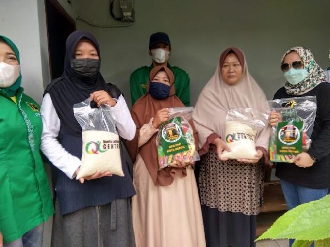 Peduli Korban Bencana Puting Beliung. DPC PPP Depok Bagikan Ratusan Paket Sembako