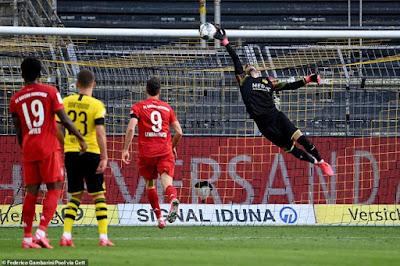 """""""Siêu kinh điển Đức"""": Haaland gặp hạn, dàn sao Bayern bắn phá kỷ lục"""